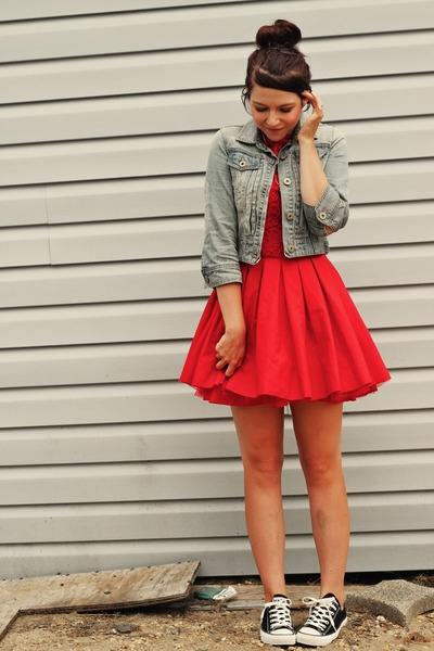 Юбки и платья с кедами фото