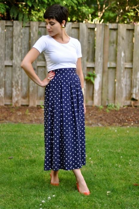 Синяя юбка в горох длинная