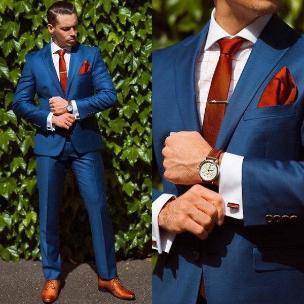 запонки и синий костюм
