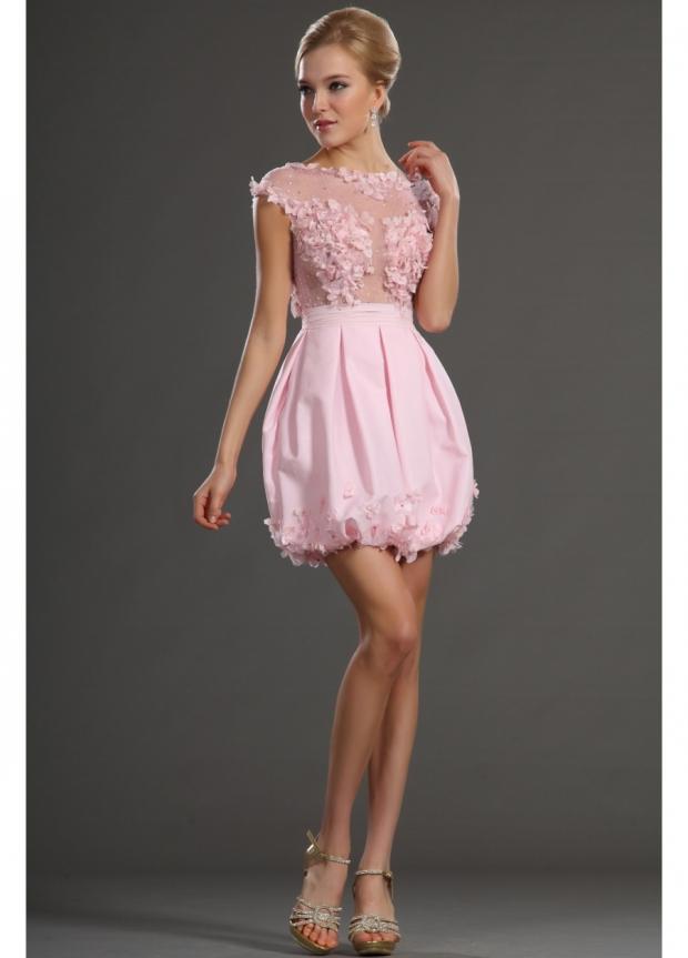 Лёгкое розовое платье