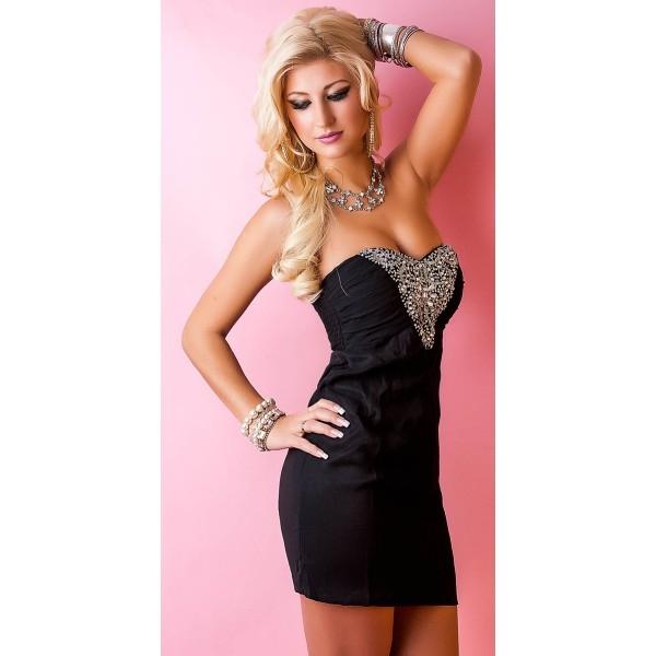 Короткое чёрное платье и ожерелье