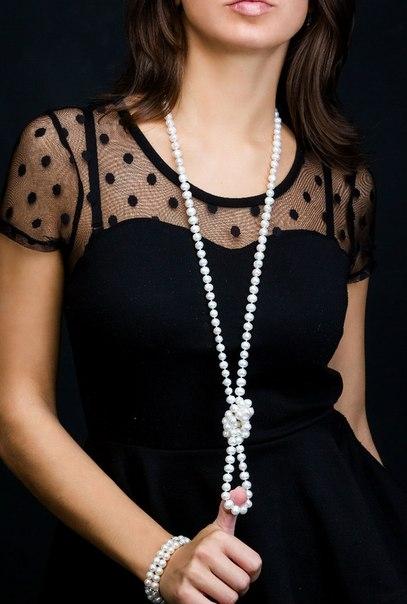 Чёрное платье и жемчуг