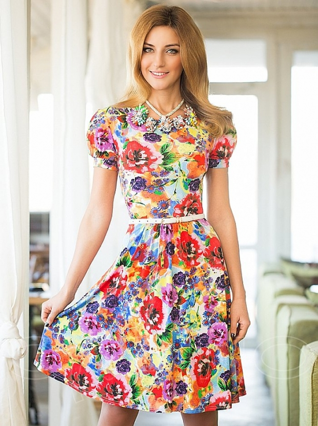 Цветочное платье и украшение