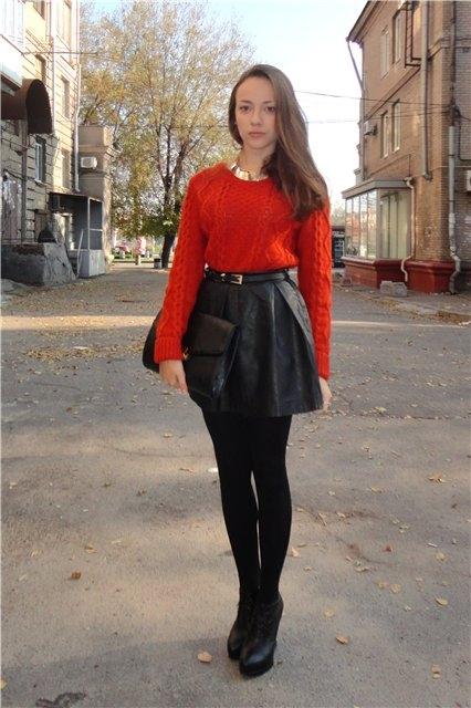 Бордовый свитер и юбка