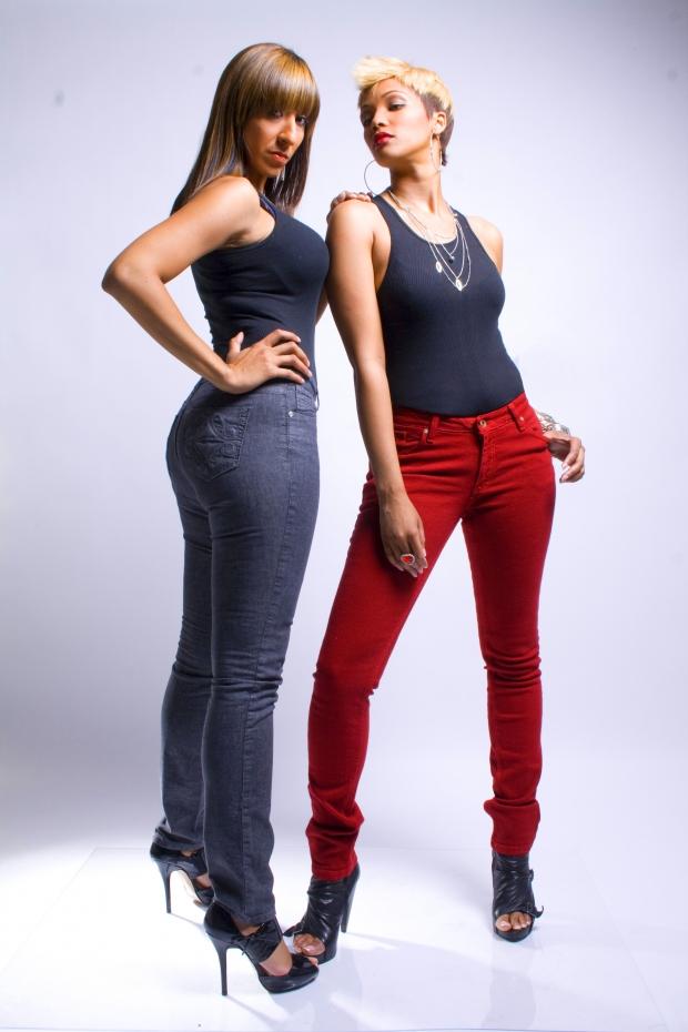 Женщины в джинсах фото