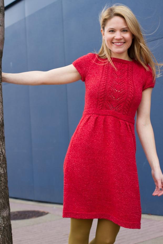 Трикотажное платье модного покроя ампир оптом
