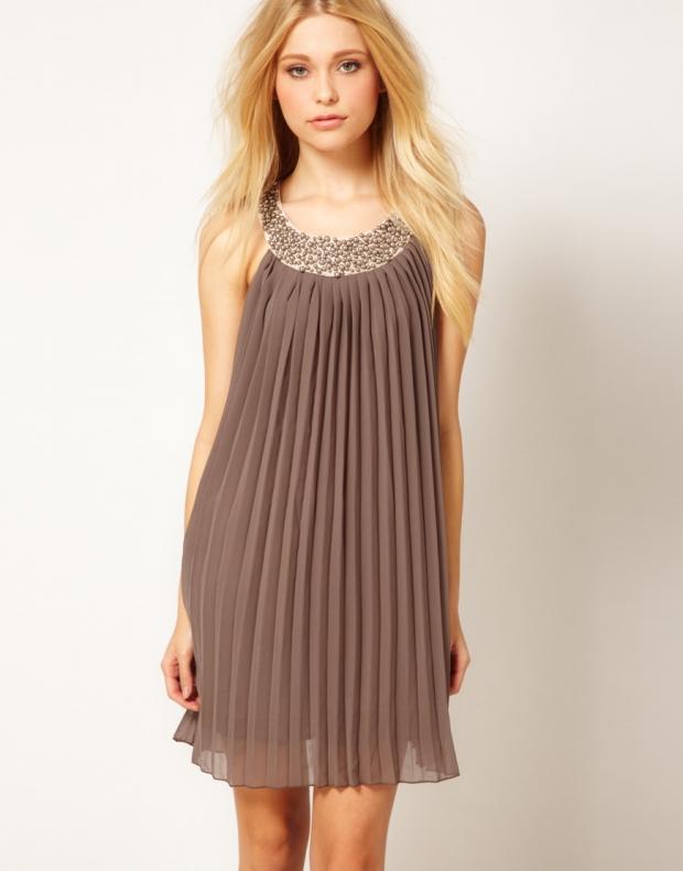 Платье из плиссированной ткани
