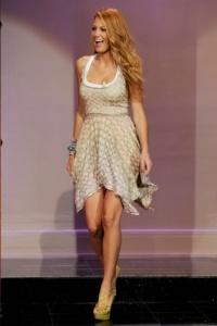Открытая спина: платье как у Блейк Лайвли