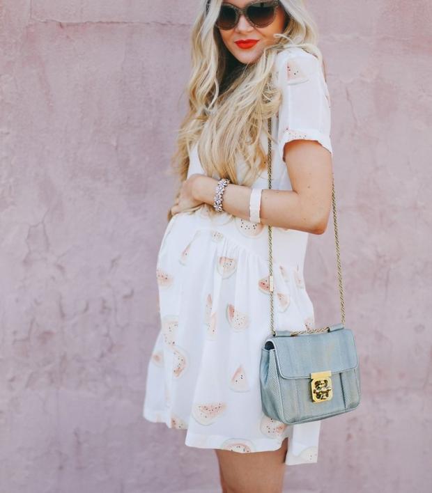 Дома моды сегодня выпускают весьма красивые и оригинальные линейки нарядов для  беременных женщин, которые разрабатываются специалистами с учетом всех ... 0ded043b168