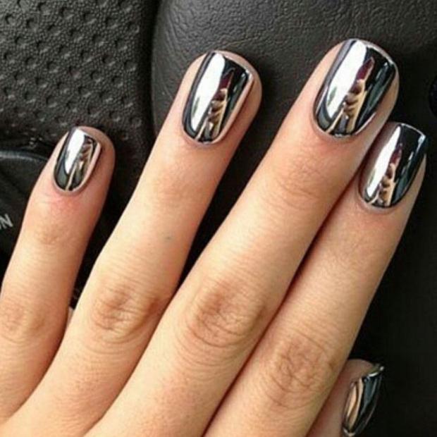 Черный матовый с серебром маникюр