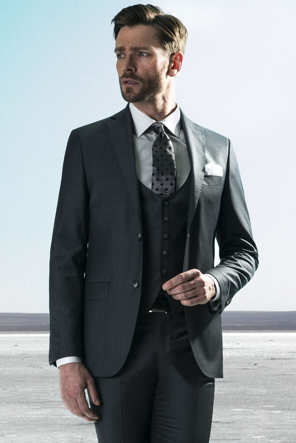 7ca363c51b9 Как выбрать мужской костюм-тройку - фото