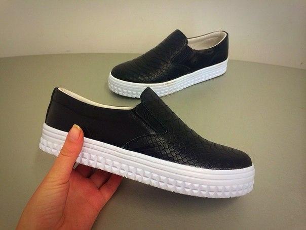 fad1494de В новых коллекциях дизайнеры представили весьма яркие осенние модели обуви  для мальчика подростка, а также более строгие демократичные варианты.