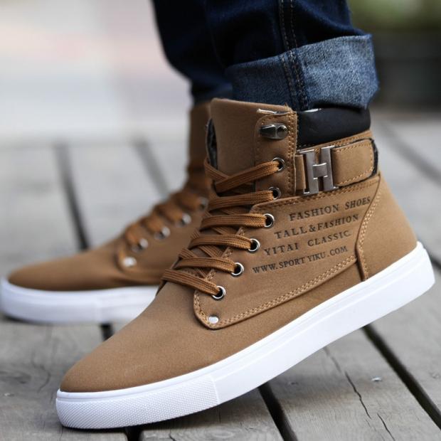 7b81c7ba4 Модными в осенне-зимнем сезоне будут ботинки с высотой до щиколотки, а  также очень высокие модели. В тренде остаётся и средняя высота зимних  ботинок.
