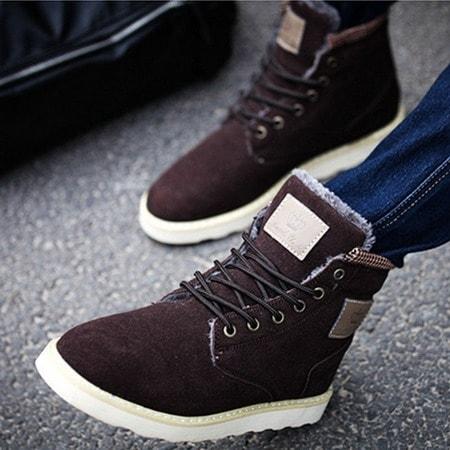 3fb3cd08ff85 Большим спросом пользуется обувь из лаковой или матовой кожи всевозможных  цветов. Для больших оригиналов представлены модели с анималистическим  принтом и ...