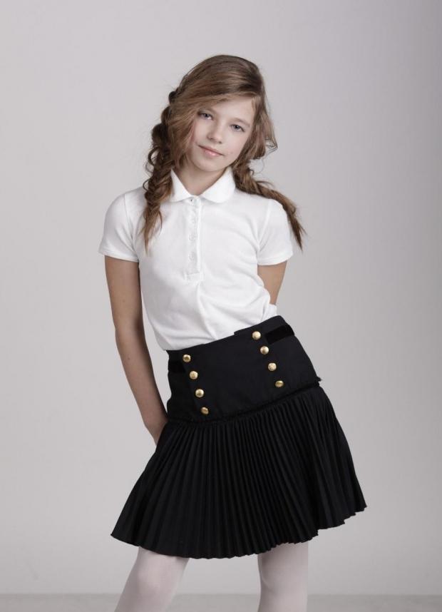 Как девушка одевает юбку фото