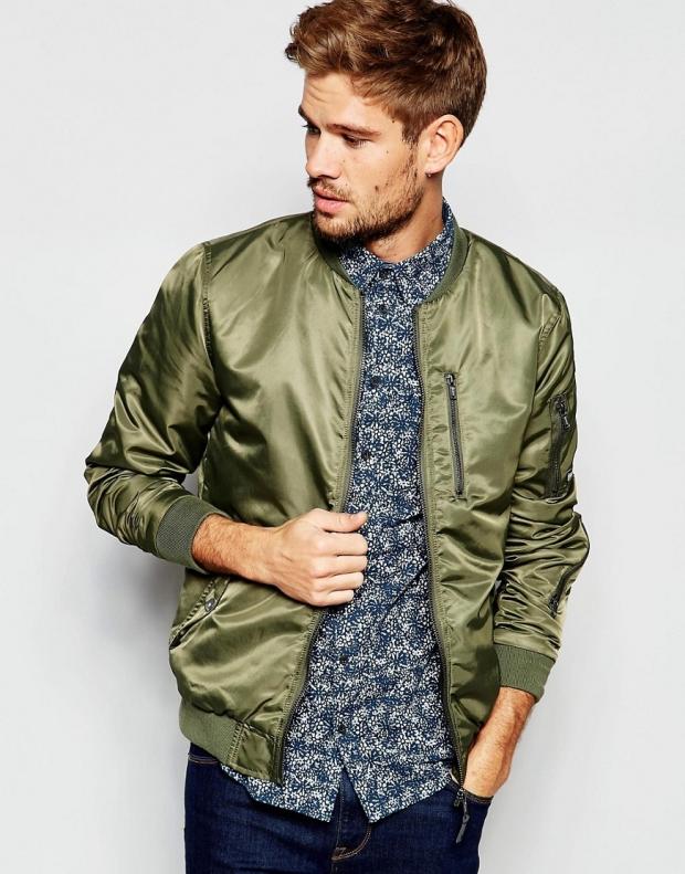 Мужская модаМужская куртка-бомбер: как выбрать и с чем носить новые фото
