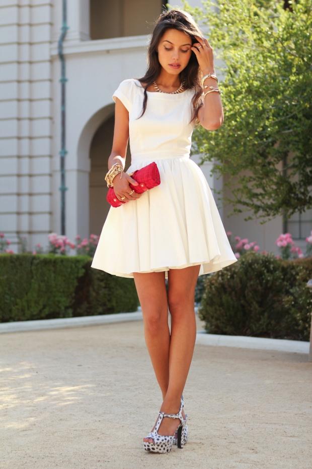 Платья с босоножками на каблуке