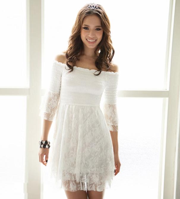 Красивое белое кружевное платье