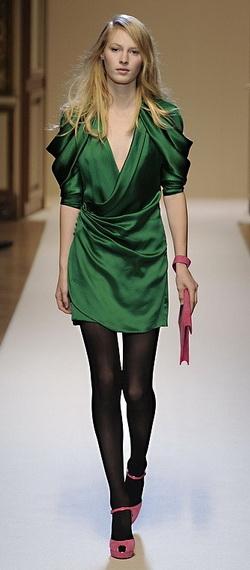 Колготки под темно зеленое платье
