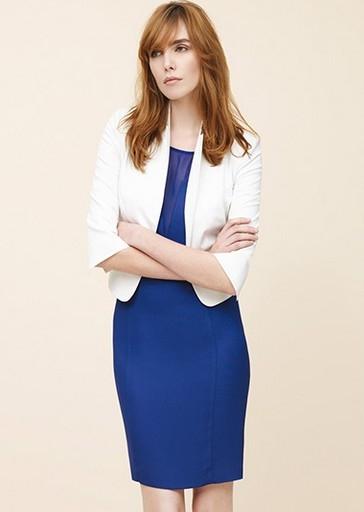 Синие платье и белые колготки