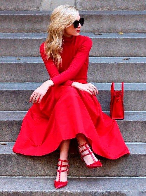 0c2e862b9f4e602 Стилисты считают, что в женском гардеробе обязательно должно присутствовать  хотя бы одно красное платье. Женщина в красном не оставит равнодушного ни  одного ...