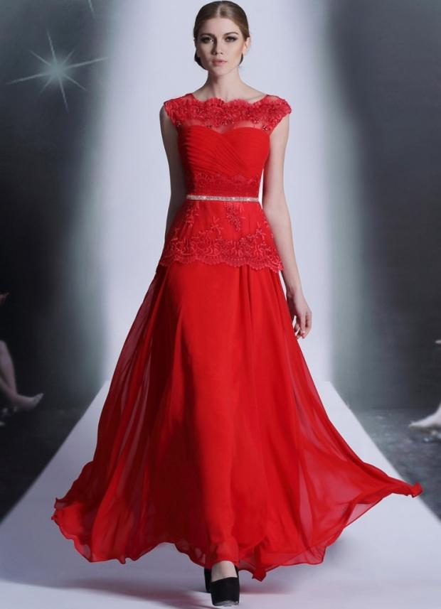 c5127415d92a6f4 Можно носить красное платье с различными дополнительными аксессуарами. При  их выборе необходимо учитывать правильное сочетание цветовой гаммы.