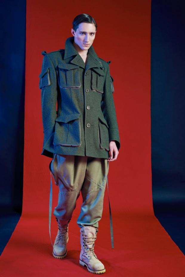 e97a5d11 Особенно популярны в последнем сезоне модели военной тематики. Штаны в  стиле милитари можно надеть с зелёным шерстяным тренчем. Этот лук –  наилучший вариант ...