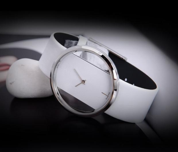 f21327b663c4 Внешняя простота подобных модных женских часов воплощает саму элегантность  и изящество. Стильный дизайн таких моделей придётся по душе многим женщинам.