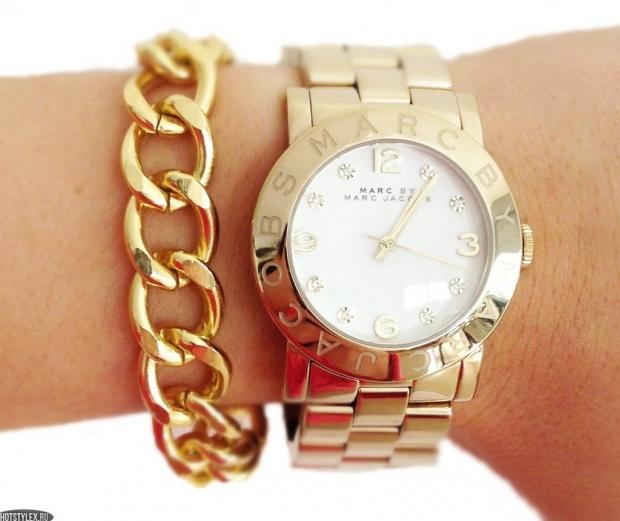 3a4536578acf Такие крупные часы подойдут современной активной женщине, которая всегда  должна идти в ногу со временем. Грубые формы часов придают аксессуару  особый ...