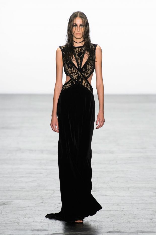 0c1bbee9dea1e36 Подобные образцы откровенных вечерних платьев продемонстрировали в своих  новейших коллекциях такие известные модные дизайнеры, как Alexander  McQueen, ...