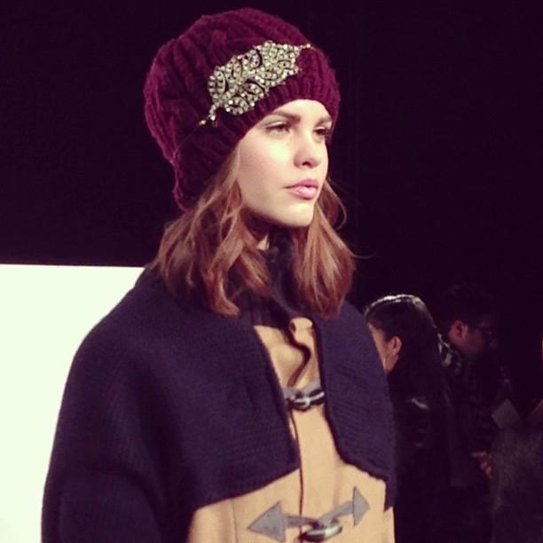 какую шапку носить с женским пальто фото