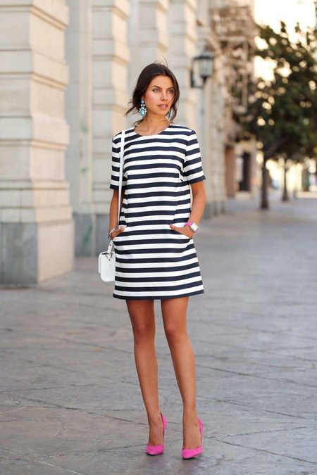 7dc373e31fb720f Спортивного покроя платья, конечно, требуют спортивной обуви либо обуви на  танкетке. • Короткие облегающие фигуру платья комбинируются с босоножками и  ...