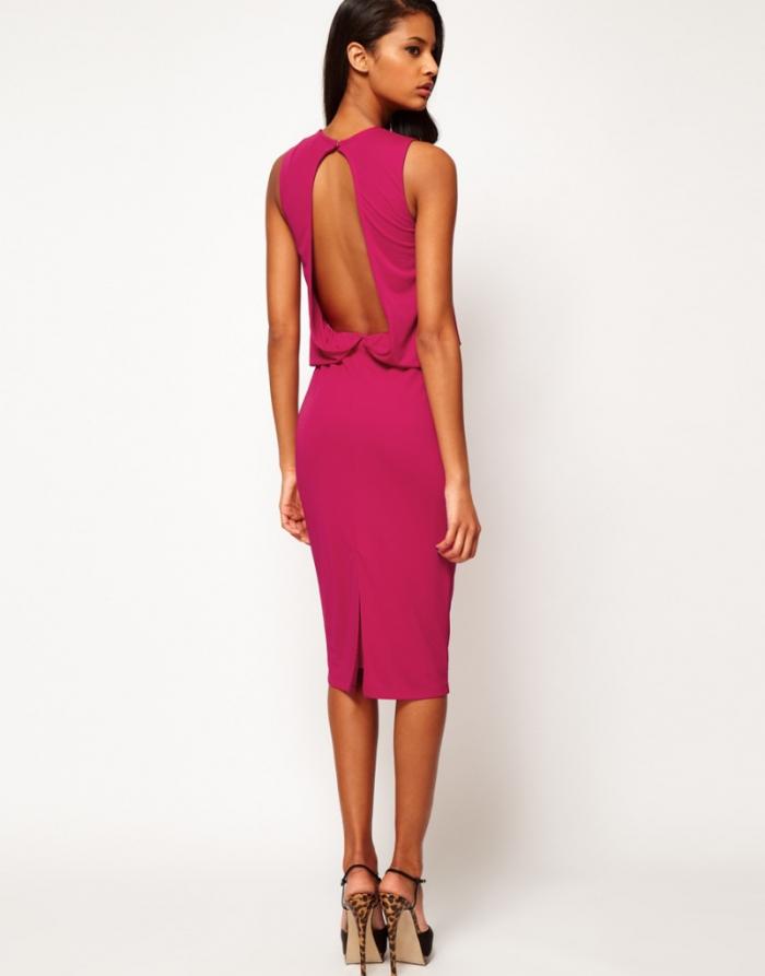 fe94137d4fa Для строгих мероприятий подойдут платья более строгих фасонов с открытой  спиной. Например