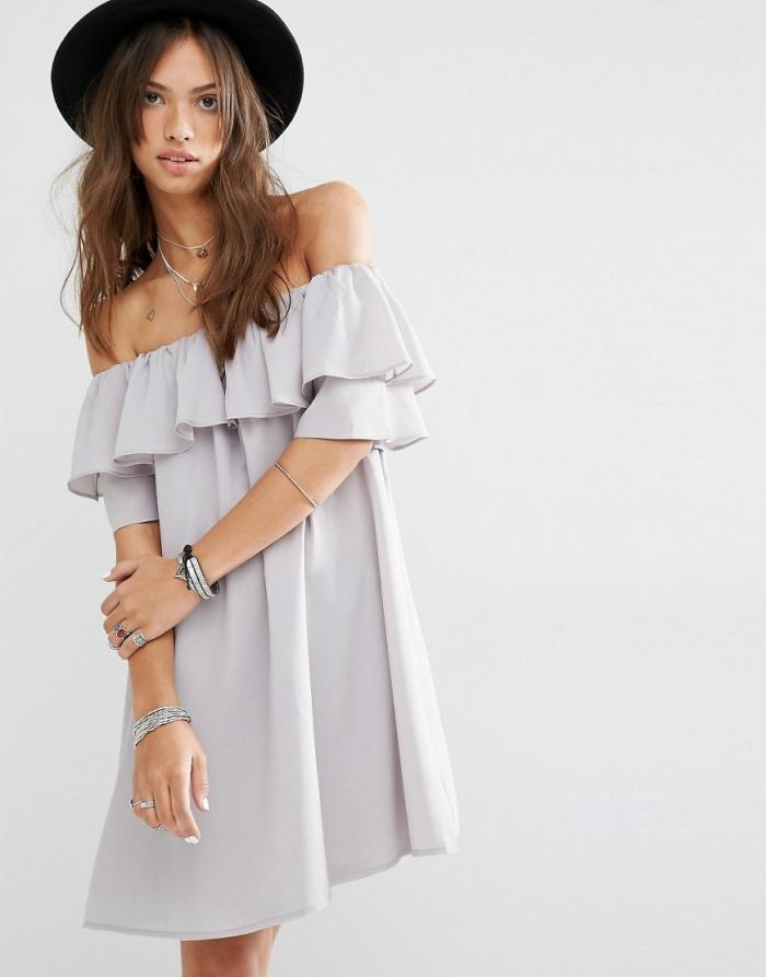 Пляжное платье с открытыми плечами
