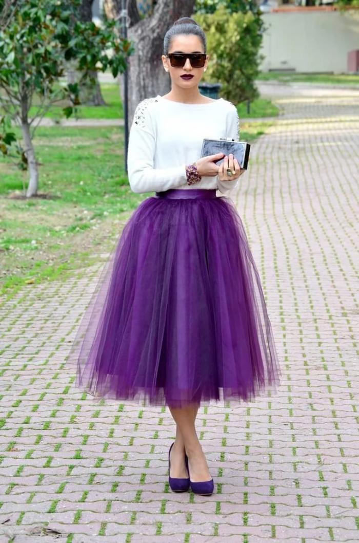 Что подойдет к фиолетовой юбке