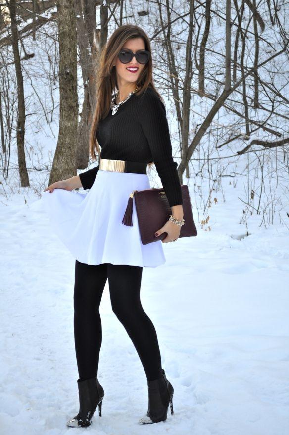 Белую юбку носят с колготками