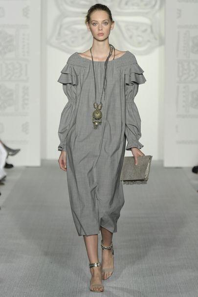 Fashion-индустрия предлагает роскошную вечернюю классику, практичные  ежедневные платья, а также стильные офисные модели. Какие же новинки  представили ... ffb97ec7338