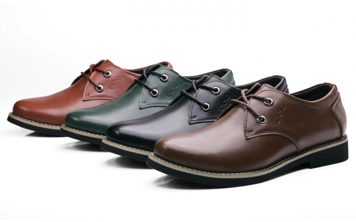 47cd5a0d5 В оригинальных моделях из новых коллекций можно увидеть достаточно вольную  интерпретацию классики. Эта обувь украшена хлястиками ...