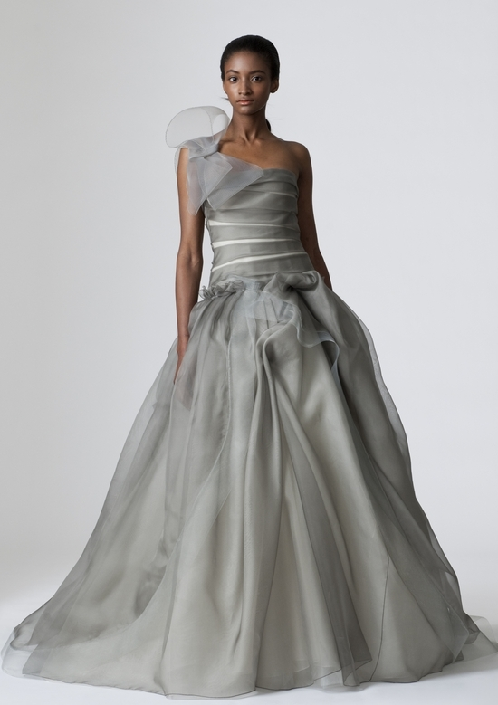 vera-wang-wedding-dresses-spring-2010-10.medium_large_0.jpg