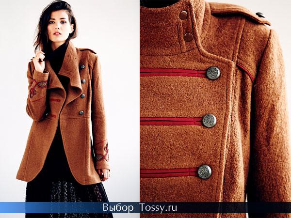 Коричневое пальто в стиле милитари
