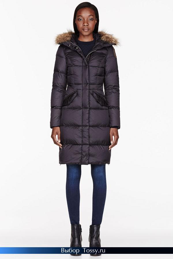 Приталенная модель пальто с меховым капюшоном